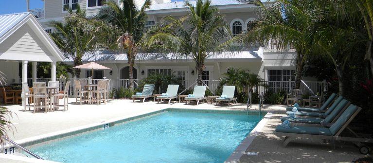 Mainsail Beach Inn pool view